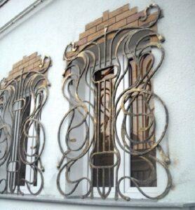 Сложные кованые решетки с золотой патиной