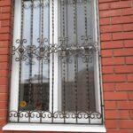 Недорогие кованые решетки на окна (6)