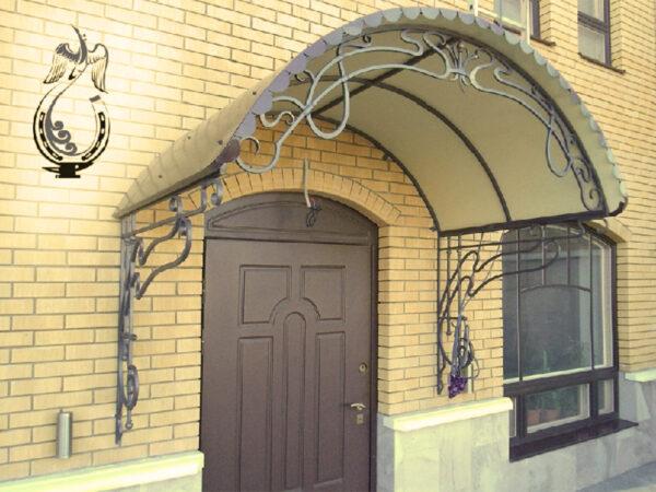 Арочный кованый козырек над дверью Артикул № 036