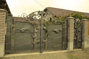 Кованые ворота и калитка с огромными листьями (2)