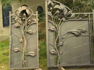 Кованые ворота и калитка с огромными листьями до монтажа(3)