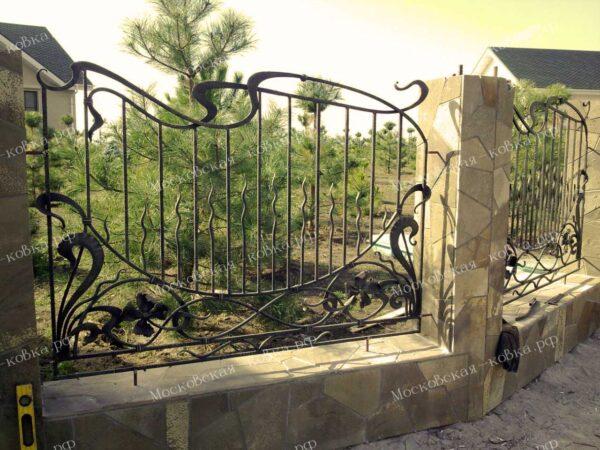 Кованый забор для коттеджа