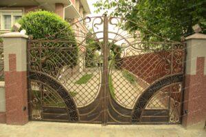 Маленькие красивые кованые ворота и забор(1)
