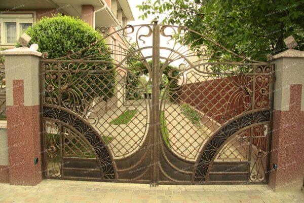 Маленькие красивые кованые ворота и забор Артикул КВ-071