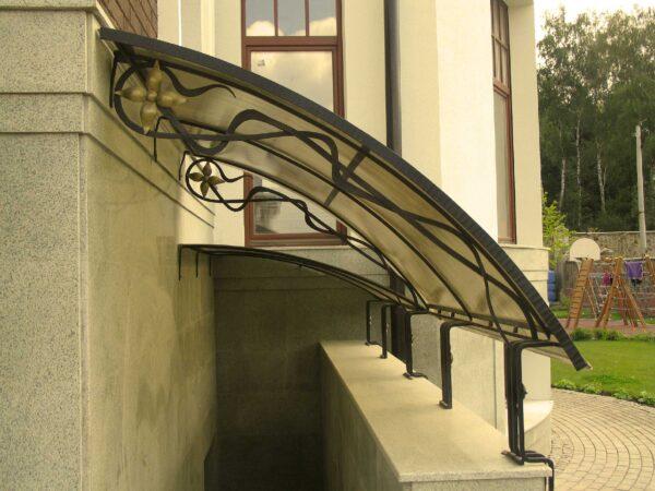 Односкатный кованый козырек над входом в подвал Артикул № 084