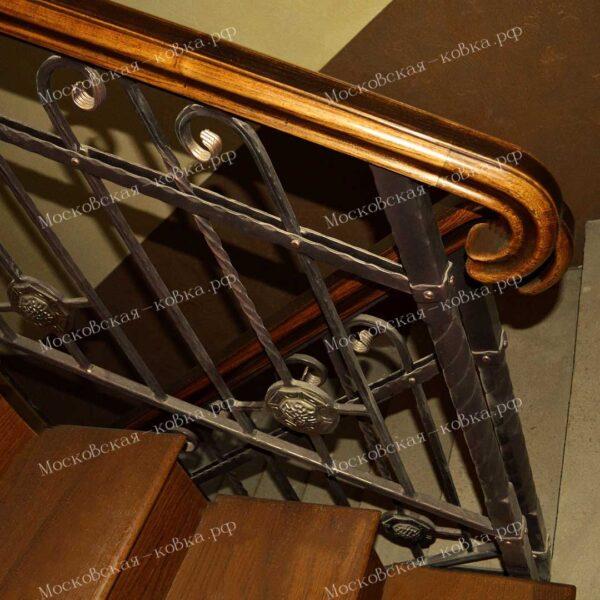 Перила с элементами ковки и деревянным поручнем АРТИКУЛ КП 247
