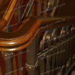 Перила с элементами ковки и деревянным поручнем