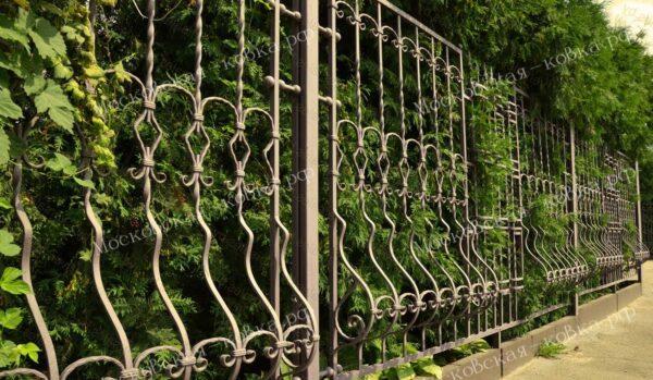 Выпуклый кованый забор Артикул № КЗ-2020-05