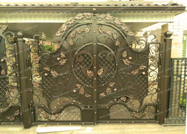 Двух-створчатые кованые ворота  Артикул КВ-079