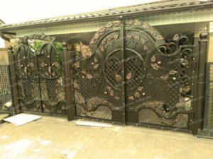 Двухстворчатые кованые ворота (2)