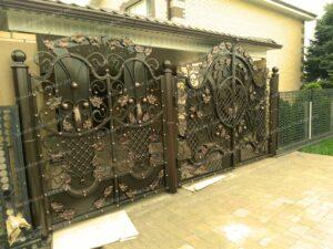 Двухстворчатые кованые ворота (3)