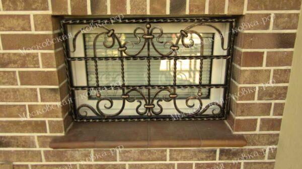 Кованые решетки на окна цокольного этажа Артикул КР-012