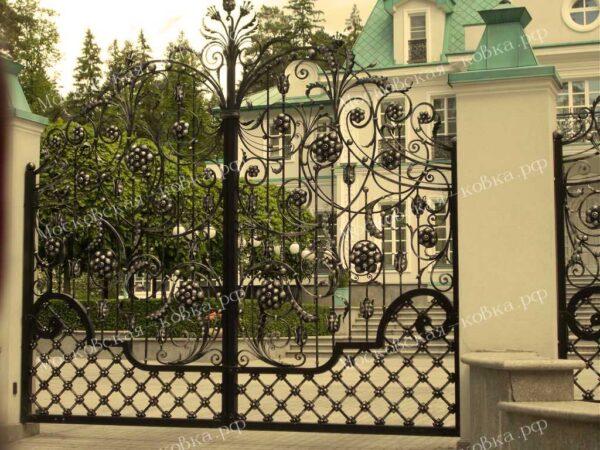 Кованые распашные ворота с цветами Артикул КВ-097