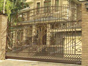 Кованые откатные ворота и забор