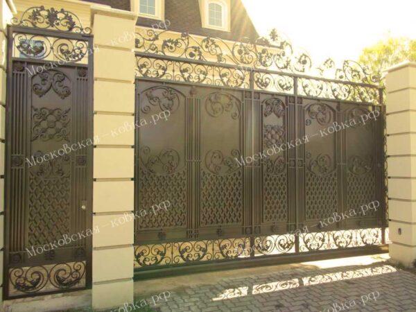 Кованые откатные ворота с калиткой Артикул КВ-109