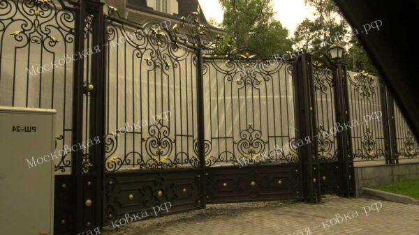 Кованые ворота с забором и столбами Артикул КВ-110