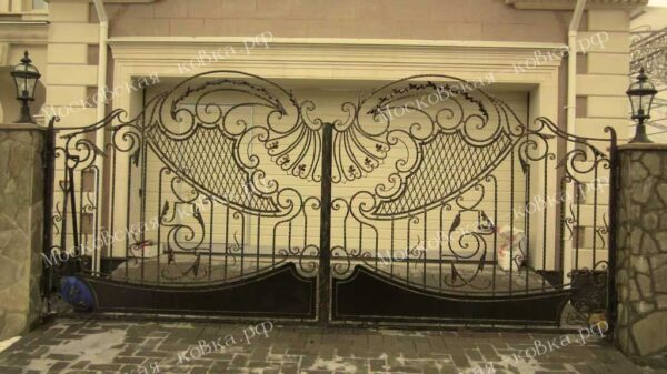 Комбинированные кованые ворота Артикул КВ-113