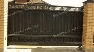 Откатные ворота с геометрической ковкой