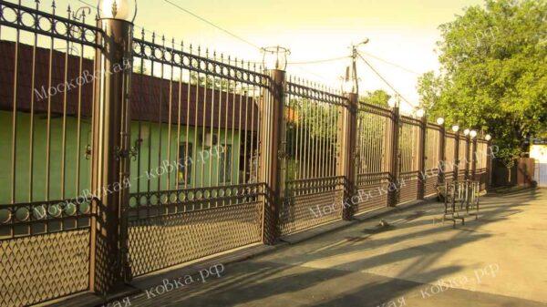 Сварной забор с пиками и сеткой внизу Артикул № КЗ-2020-16
