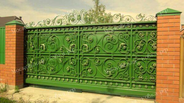 Кованые откатные ворота зеленого цвета Артикул КВ-117