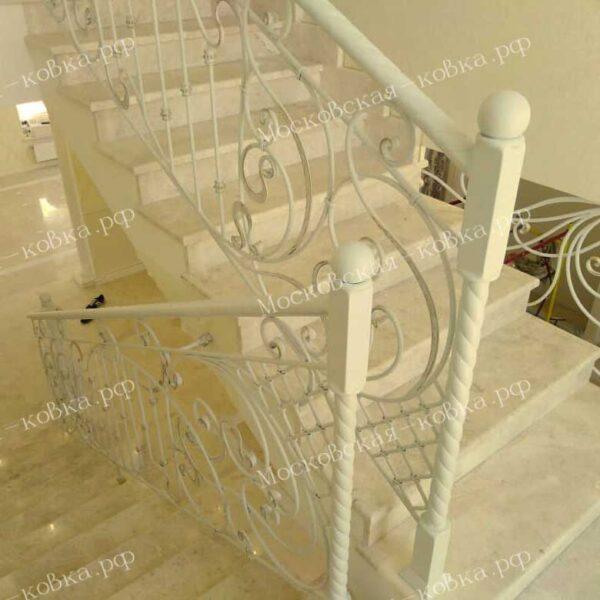 Кованые ограждения лестниц белого цвета АРТИКУЛ КБ-090