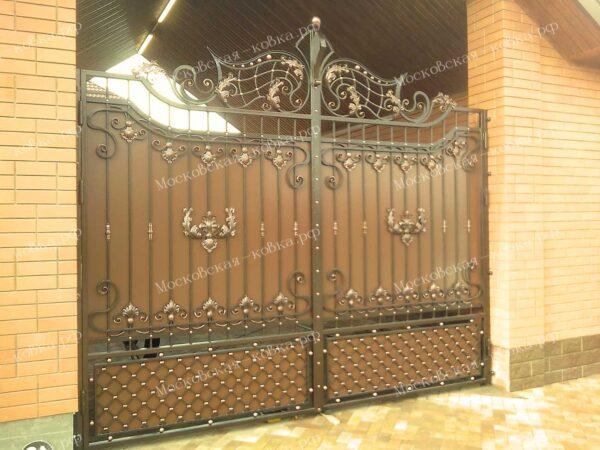 Коричневые кованые ворота с медной патиной Артикул КВ-078