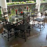 Кованые стулья и стол