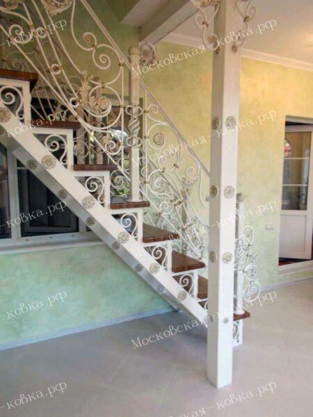 Лестница с коваными перилами АРТИКУЛ КП 2020-34