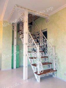 Лестница с коваными перилами (2)