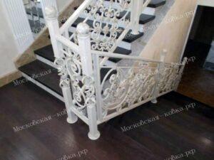 Светлые кованые перила для лестницы (1)