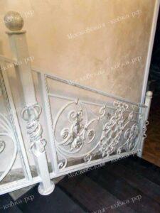 Светлые кованые перила для лестницы (6)