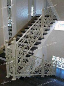 Светлые кованые перила для лестницы (7)