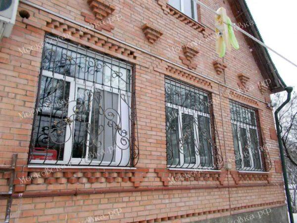 Выпуклые кованые решетки на окна  Артикул КР-022