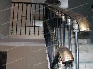 Ограждение лестницы и балюстарады коваными балясинами