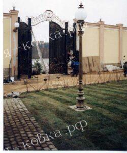 Громадные кованые ворота