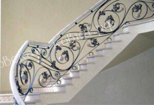 Дизайнерские кованые-перила с стеклянными шарами