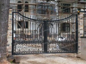 Кованые ворота и калитка для загородного дома