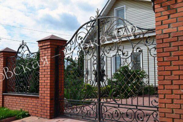 Кованые забор ворота и калитка из фактурного квадрата Артикул КВ-142