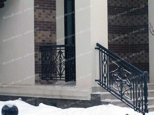 Ограждение крыльца в готическом стиле состаренное серебряной патиной АРТИКУЛ КП 2020-75