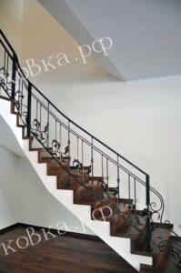 Перила для лестницы с коваными листьями