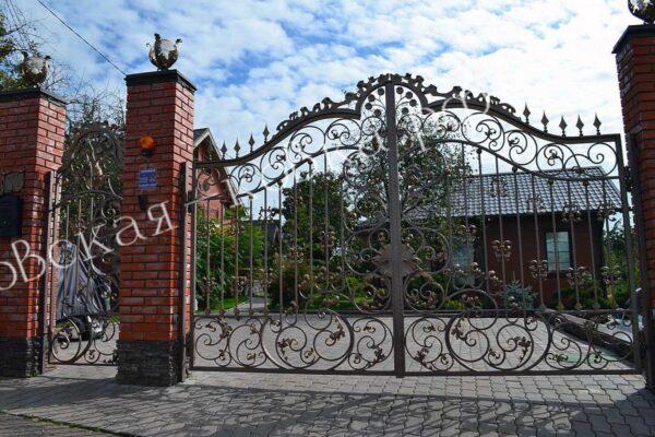 Роскошные кованые ворота в классическом стиле Артикул КВ-152