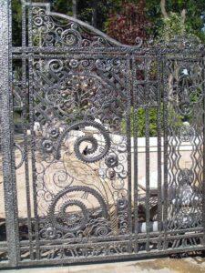 Роскошные кованые ворота в стиле Рококо