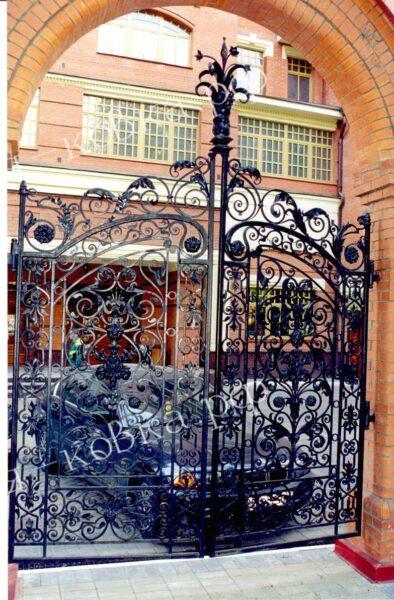 Роскошные кованые ворота и забор в стиле Барокко Артикул КВ-153