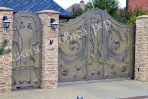 Стильные распашные кованые ворота и калитка