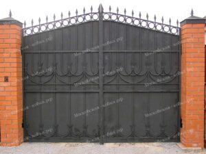 Строгие кованые ворота и калитка