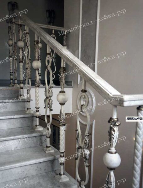 Лестничные перила из разных кованых балясин АРТИКУЛ КП 2020-53