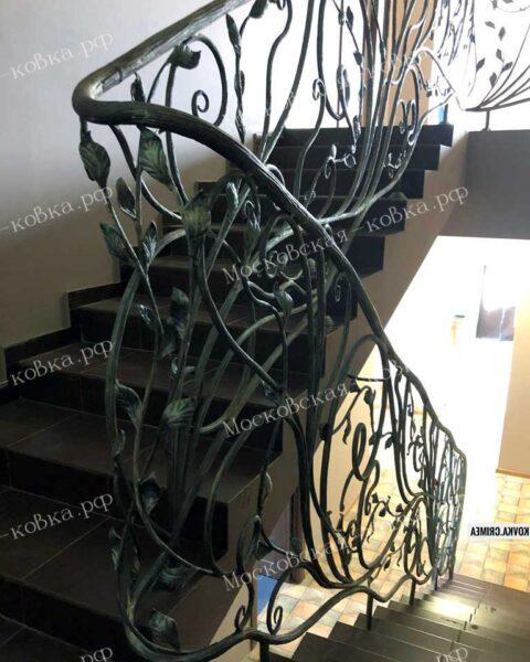 Растительные перила для лестницы с кованым поручнем столбом АРТИКУЛ КП 2020-56