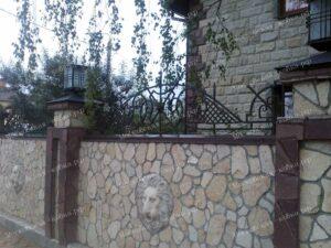 Кованые навершия забор с сеткой