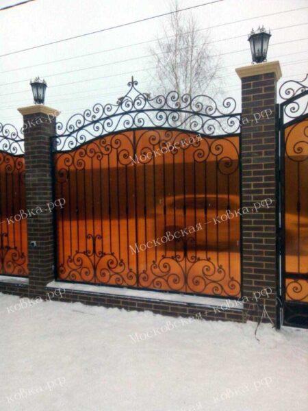 Кованый забор с монолитным поликарбонатом Артикул № КЗ-2020-38