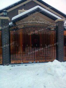 Кованый забор с монолитным поликарбонатом